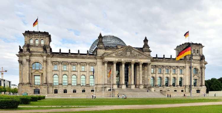 Berlin_-_Reichstagsgebäude3.jpg