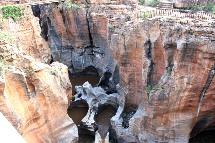 Bourke's_Luck_Potholes,_Blyde_River_Canyon_Nature_Reserve,_Mpumalanga,_South_Africa