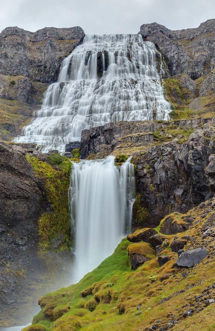 Cascada_Dynjandi,_Vestfirðir,_Islandia,_2014-08-14,_DD_136-138_HDR.JPG