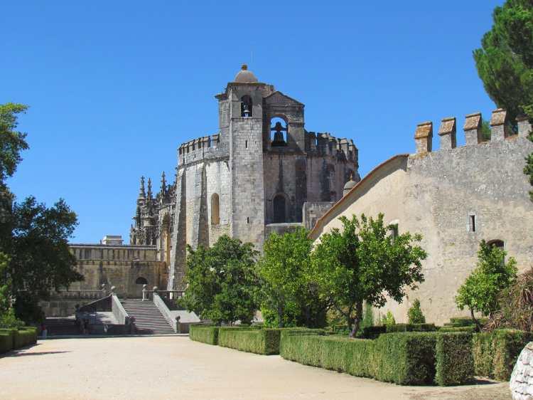 Castelo_dos_Templários_-_Tomar_(10638091393).jpg