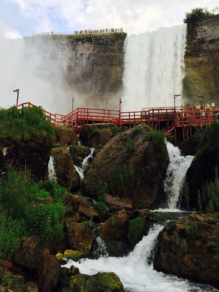 Cave_of_the_Winds_Niagara_Falls