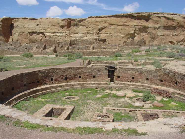 Chaco_Canyon_Chetro_Ketl_great_kiva_plaza_NPS.jpg
