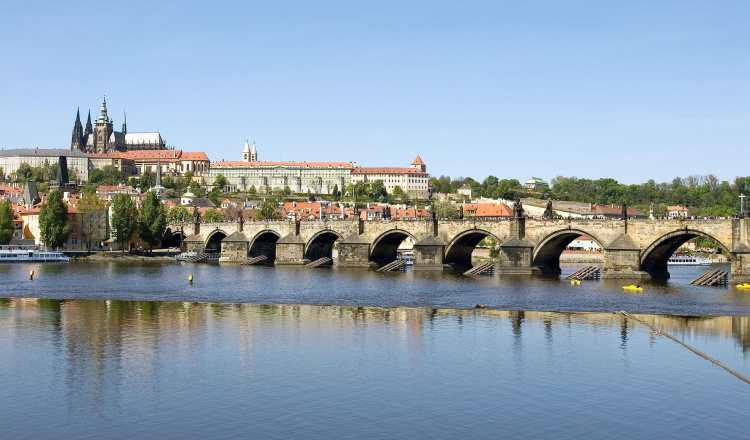 Charles_Bridge_-_Prague,_Czech_Republic_-_panoramio.jpg