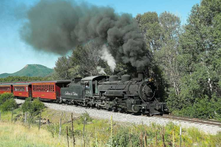 Cumbres_&_Toltec_Scenic_Railroad_excursion_train_headed_by_locomotive_484_in_2015 (1).jpg
