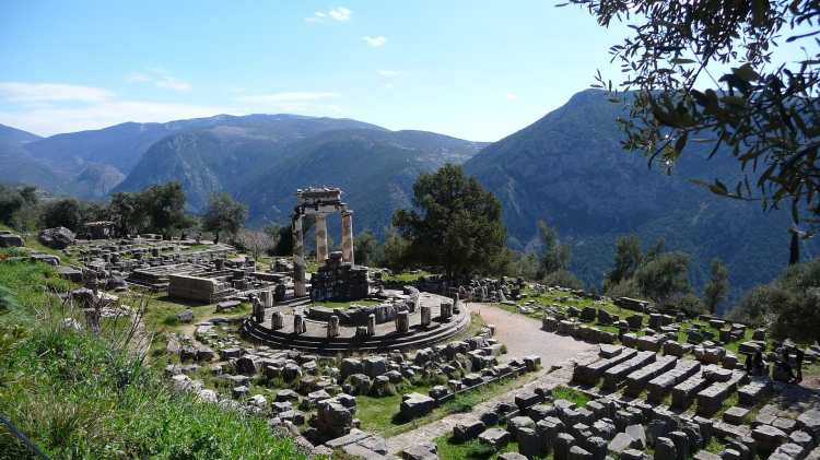 Delphi,_Greece_-_panoramio.jpg