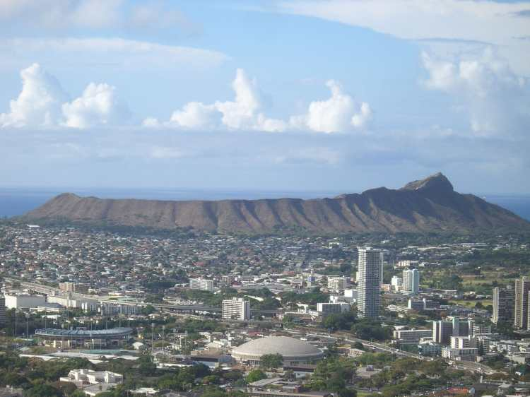 Diamond_Head_Hawaii_From_Round_Top_Rd.JPG