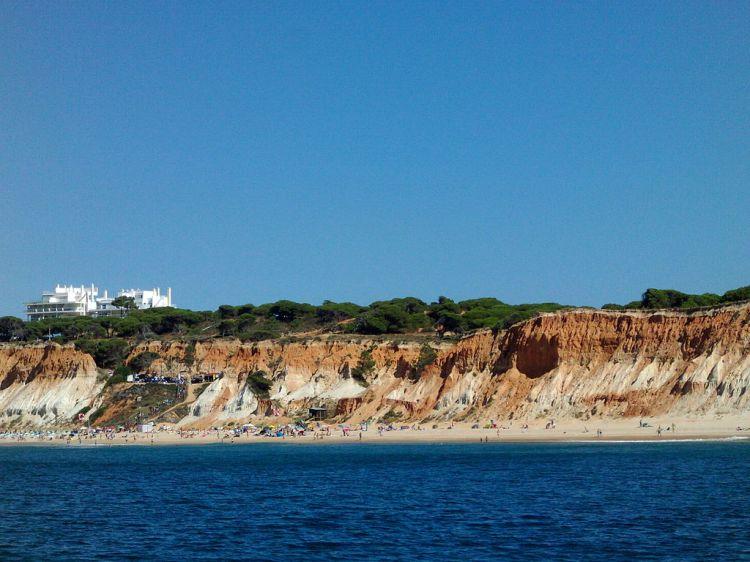 Falesia_Beach_seen_from_sea