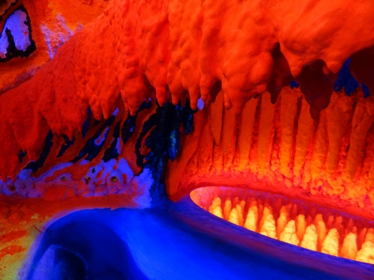 Fluorescent_sculpture_-_Electric_Ladyland_museum_