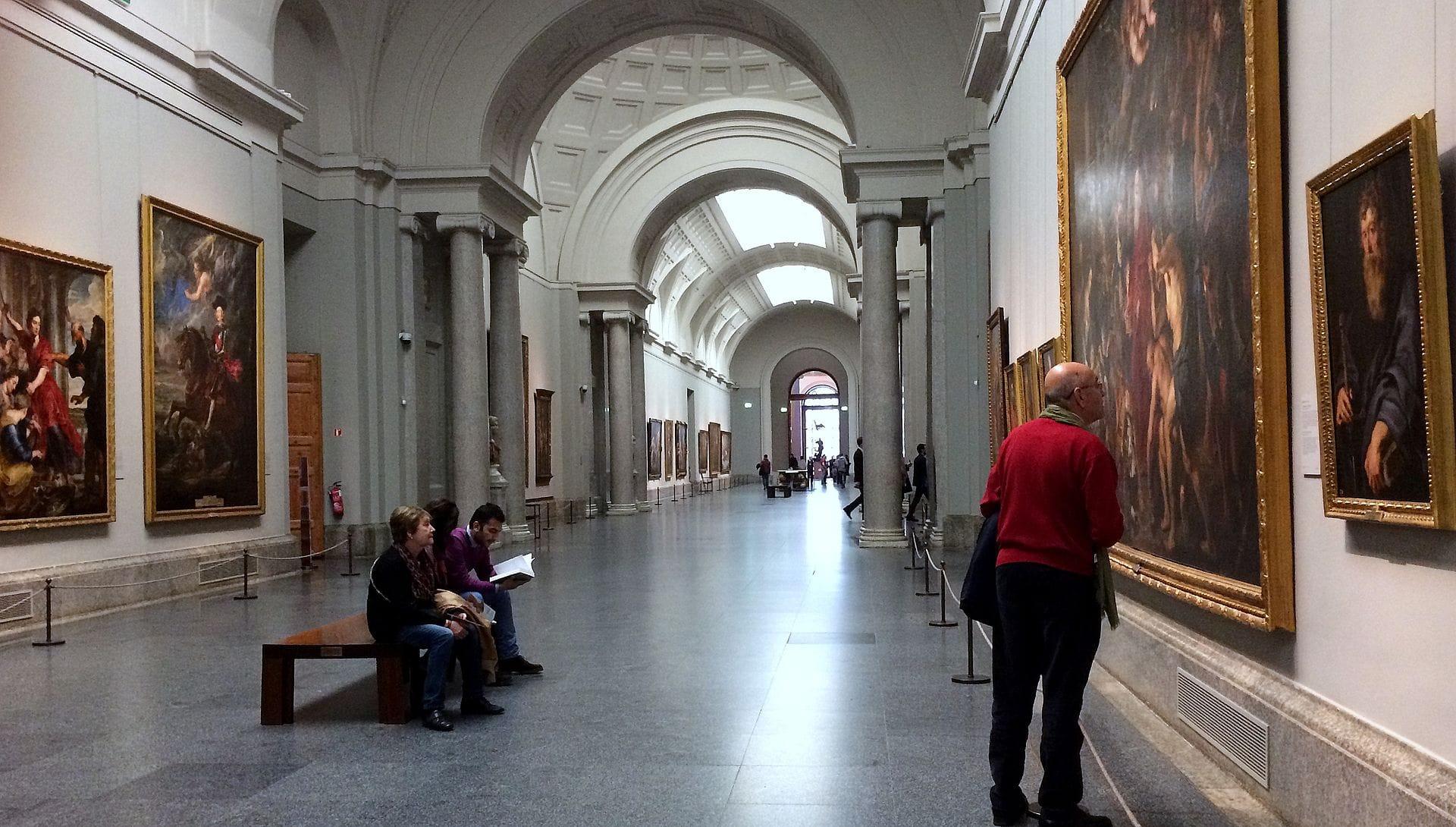 Grand_hall_d'exposition_au_Musée_du_Prado.JPG