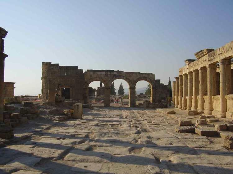 Hierapolis_colonnade