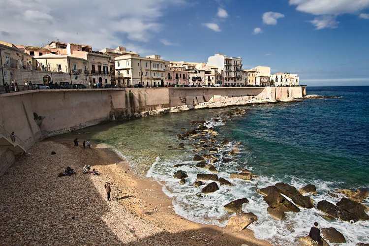 Italy-Sicily-Siracusa-Lungomare-Ortigia-or-the-di-levante.jpg