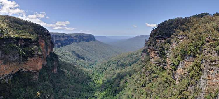 Jamison_Valley,_Blue_Mountains,_Australia_-_Nov_2008 (1).jpg
