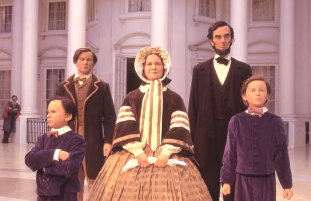 Lincoln_Family.in_Abraham_Lincoln_Museum.jpg