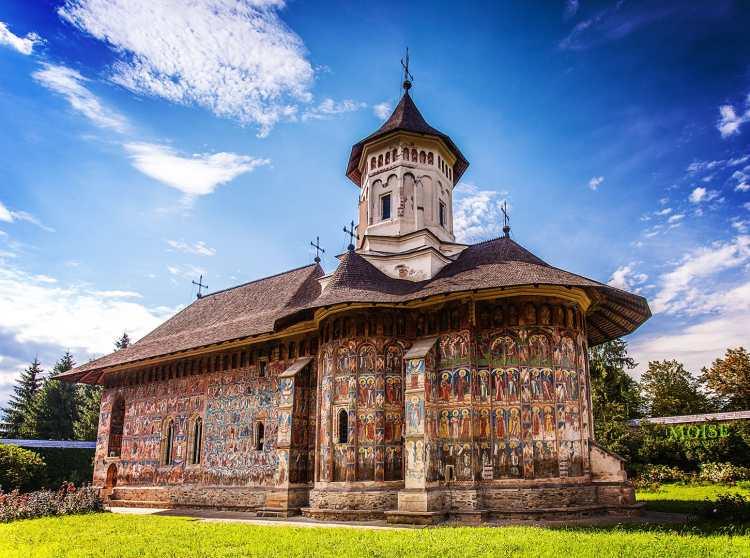 Manastirea_Moldovita,_vedere_laterala