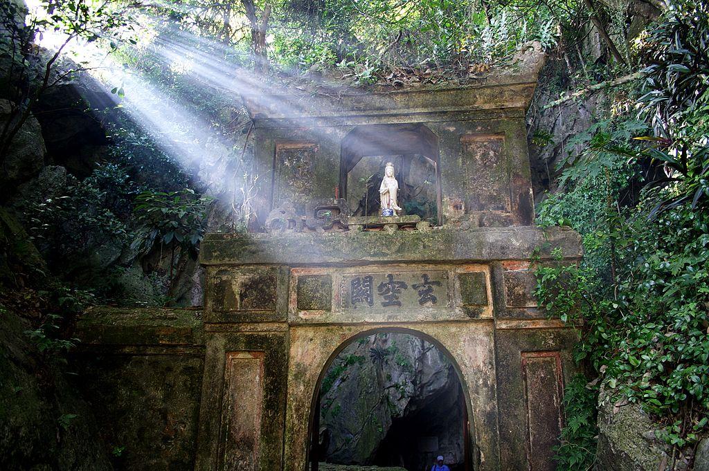 Marble_Mountain_Gate,_Da_Nang