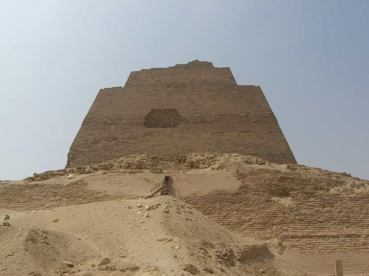 Meidoum_pyramide_003 (1)