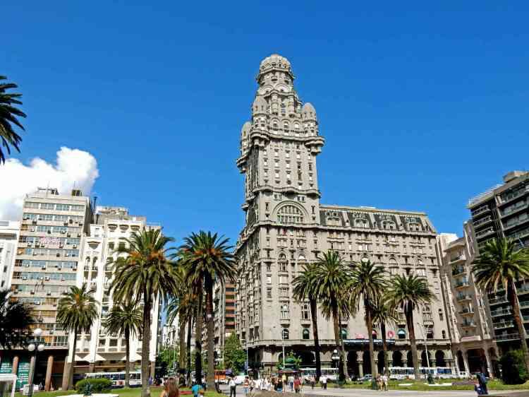 Montevideo_-_Centro_-_Plaza_Independencia_-_Palacio_Salvo_-_Uruguay_(34893291250)