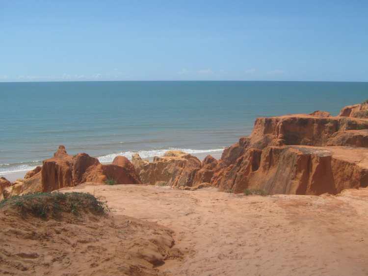 Morro_Branco_Beach,_Fortaleza,_Brazil