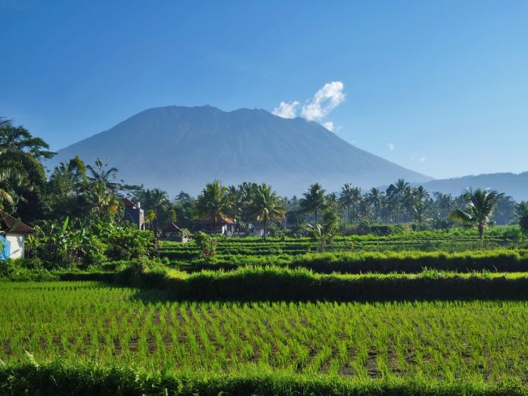 Mount_Agung_2016-08-06_(28796213173).jpg