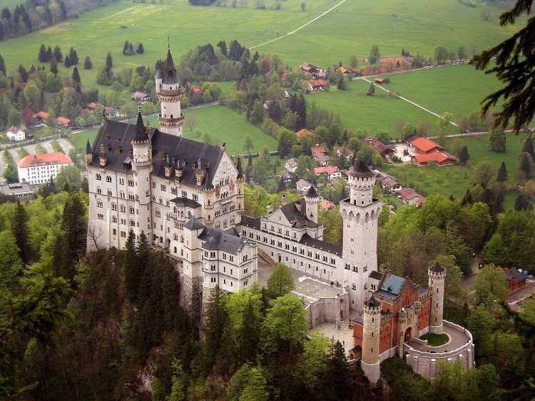 Neuschwanstein_castle.jpg