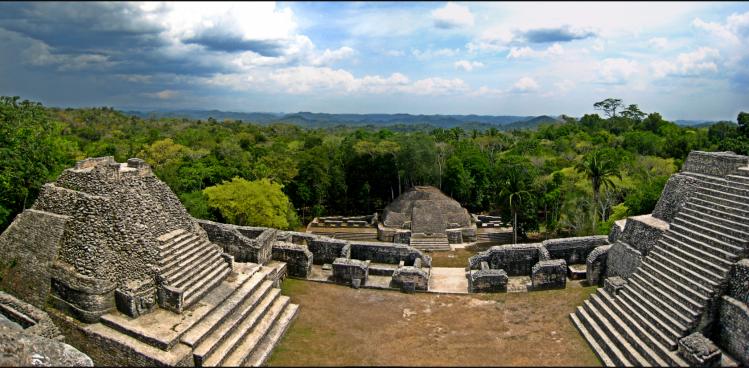 Panorama_atop_Caracol.png