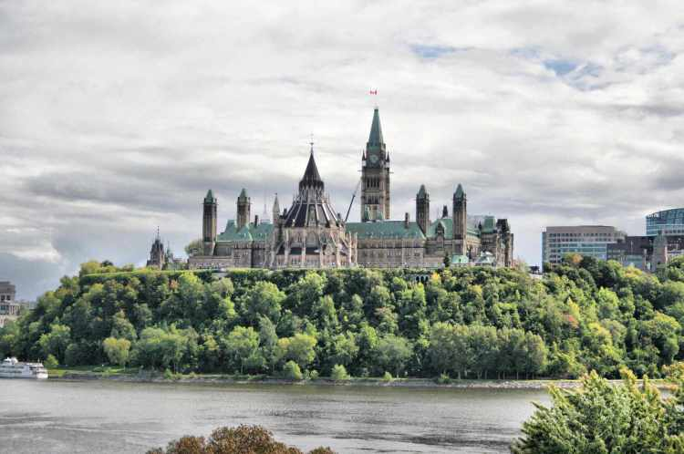 Parliament_Hill_-_Ottawa