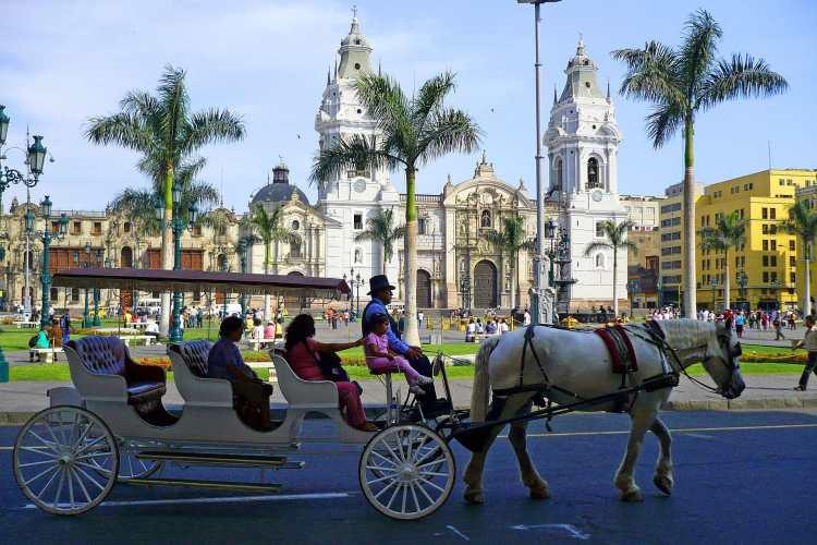 Plaza_de_Armas,_Lima