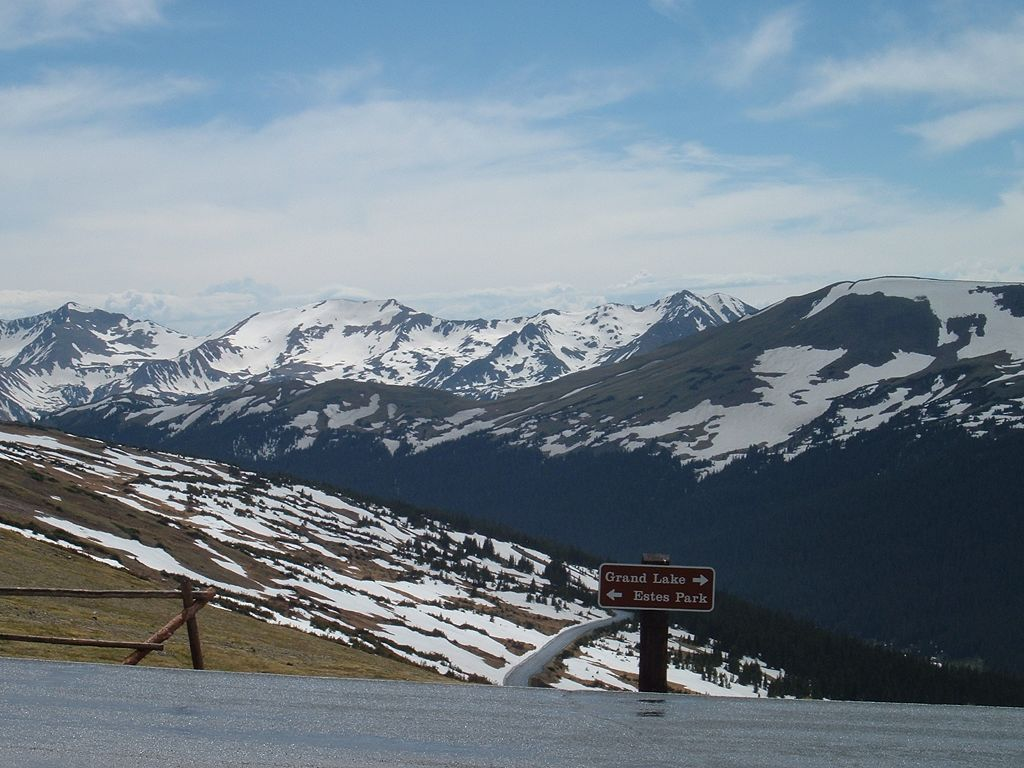 Rocky_Mountain_National_Park_Colorado-View_from_Alpine_Visitor_Center_on_Trail_Ridge_Road-20060608164027