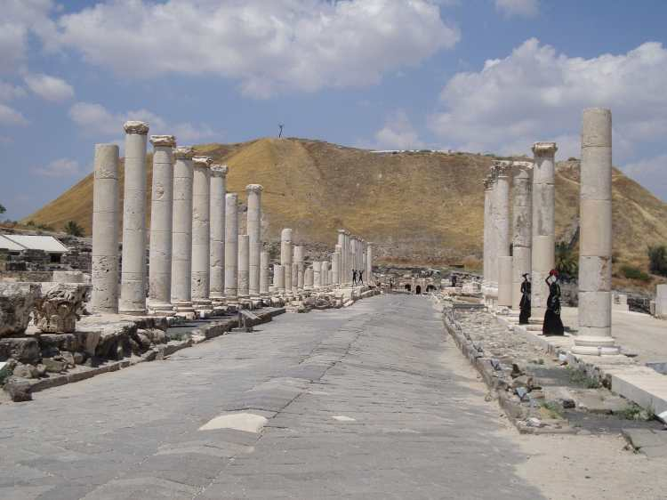Roman_street_in_Bet_She'an_National_Park,_Israel