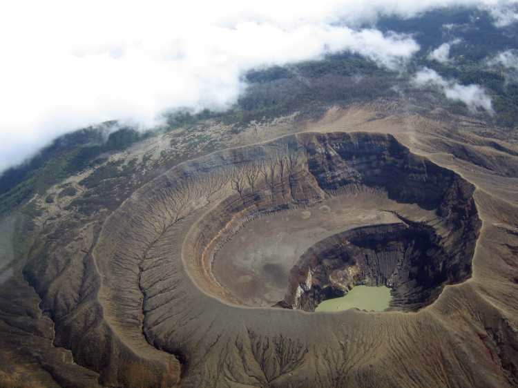 Santa_Ana_Volcano.USAF.C-130.3