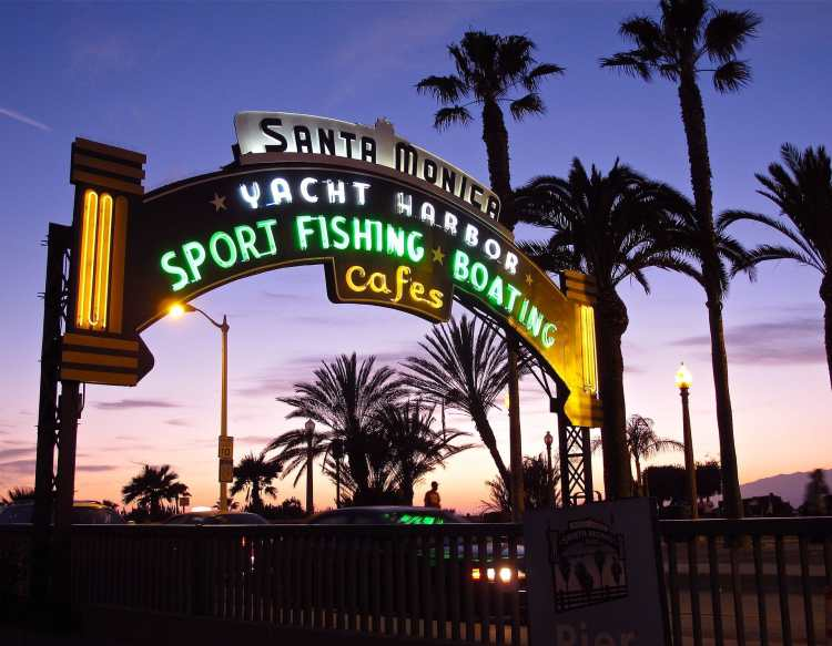 Santa_monica_pier_entrance_evening.jpg