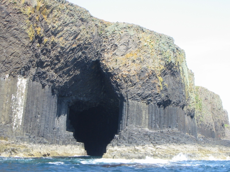 Staffa_Fingal's_Cave_14712