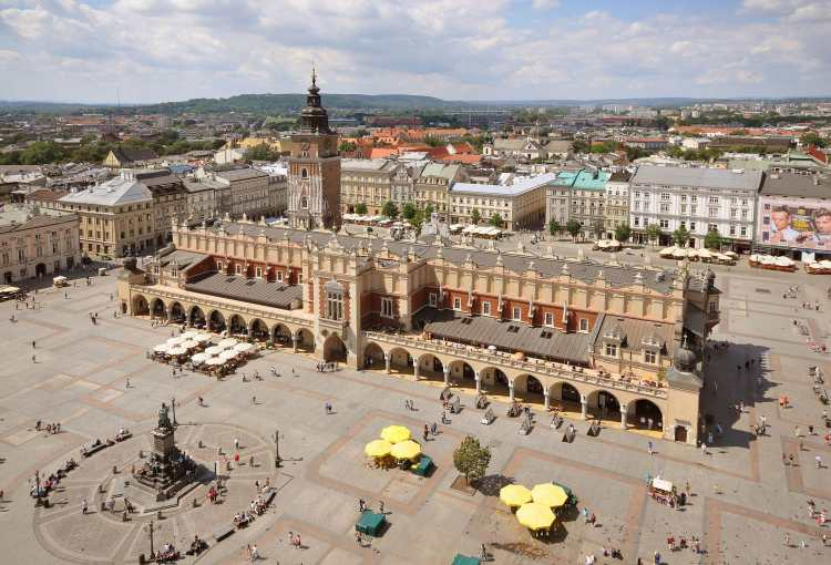 Sukiennice_and_Main_Market_Square_Krakow_Poland.JPG