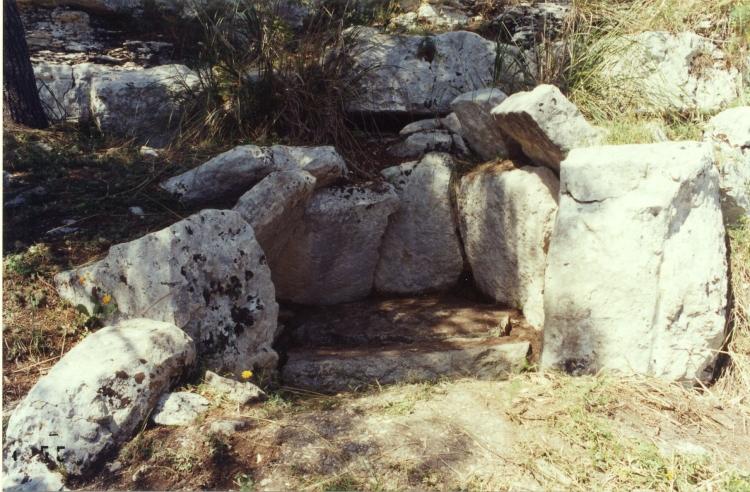 The_Cava_dei_Servi_dolmen_(Ragusa-Sicily)
