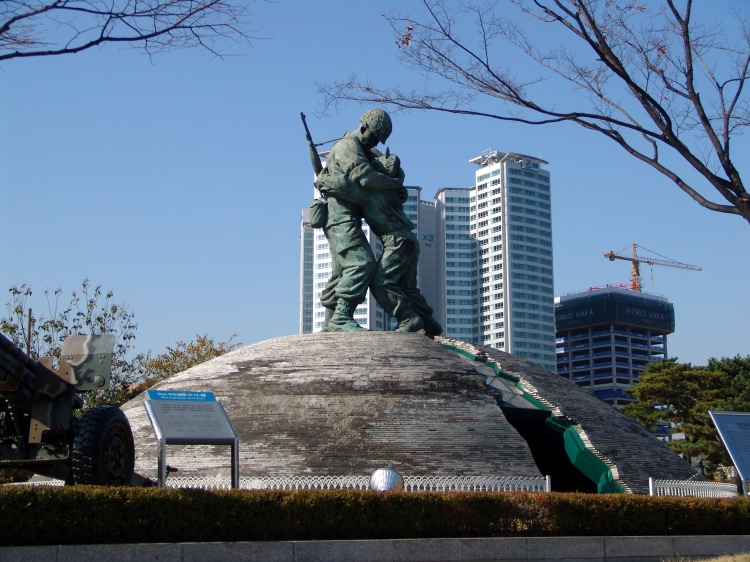 The_Statue_of_Brothers_(Seoul_War_Memorial)