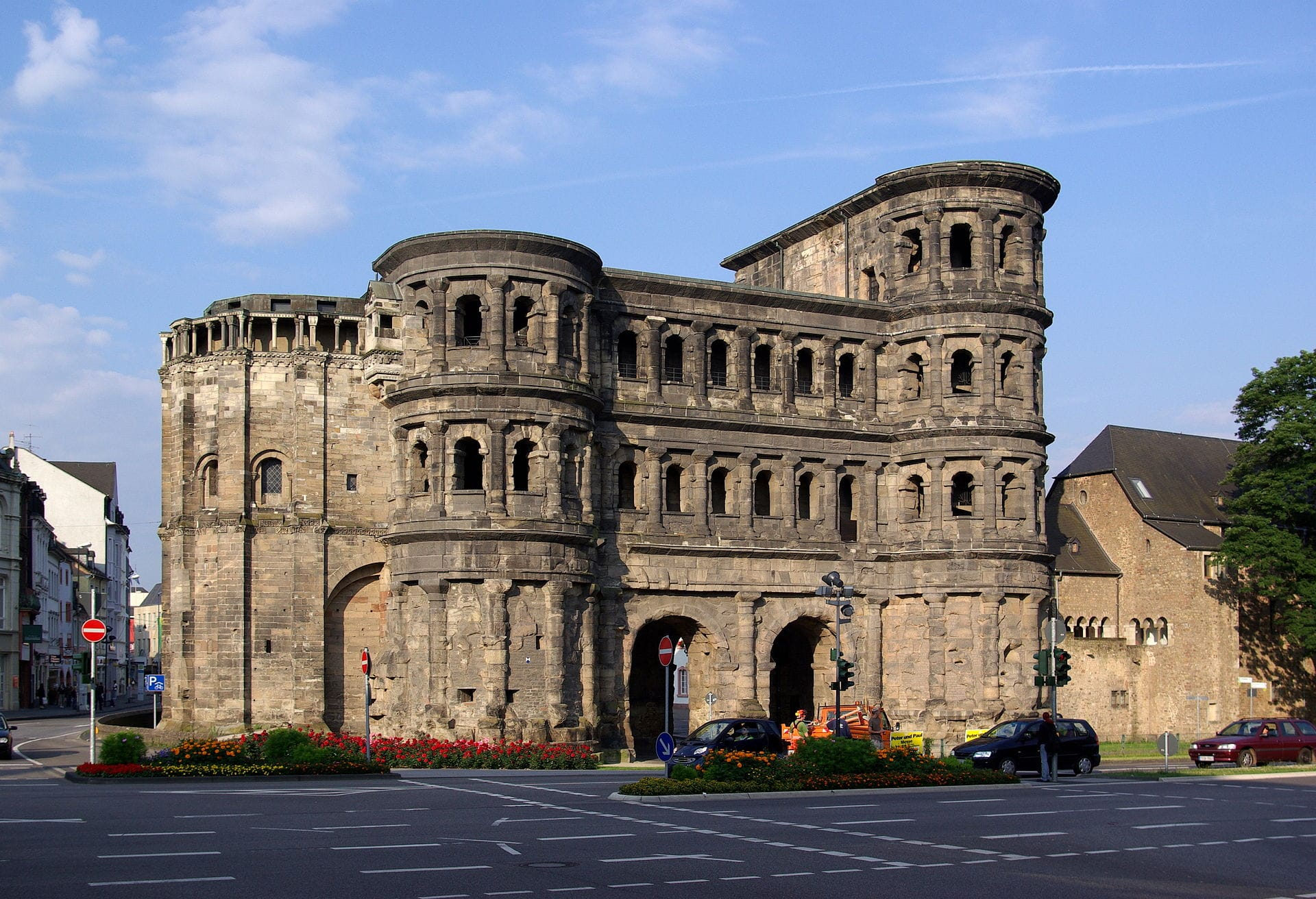 Trier_Porta_Nigra_BW_1.JPG