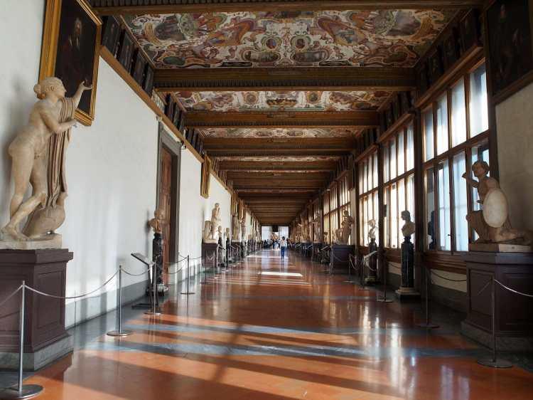 Uffizi_Gallery_hallway.JPG