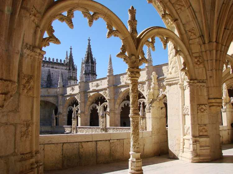 View_from_the_Cloisters_in_the_Jerónimos_Monastery.JPG
