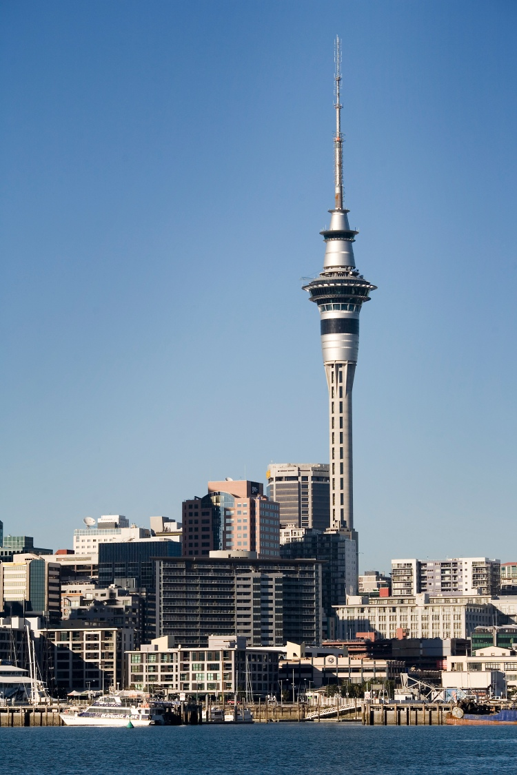 Waitemata_Harbour,_Ferry_dock_and_the_Skytower,_Auckland_-_0206