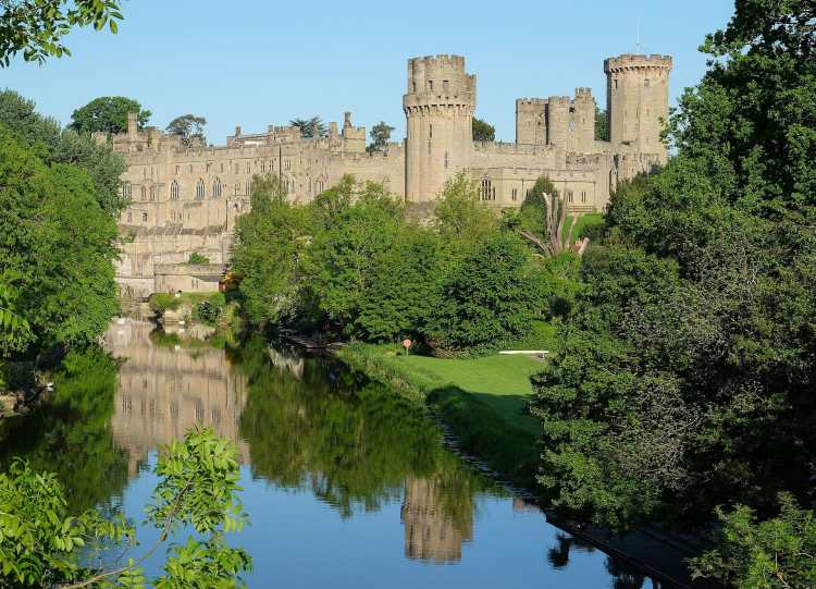 Warwick_Castle_May_2016.jpg
