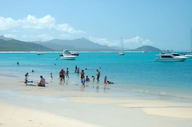 Whitehaven_Beach,_Whitsunday_Island,_Queensland.jpg