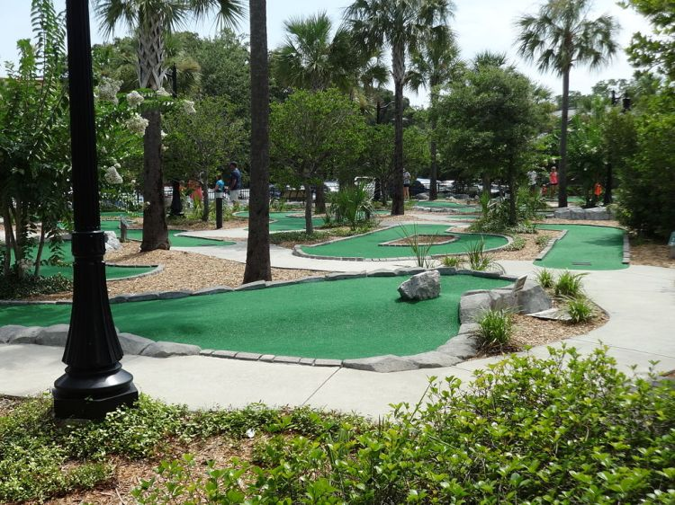 1024px-Neptune_Park_Miniature_Golf,_St._Simons_b