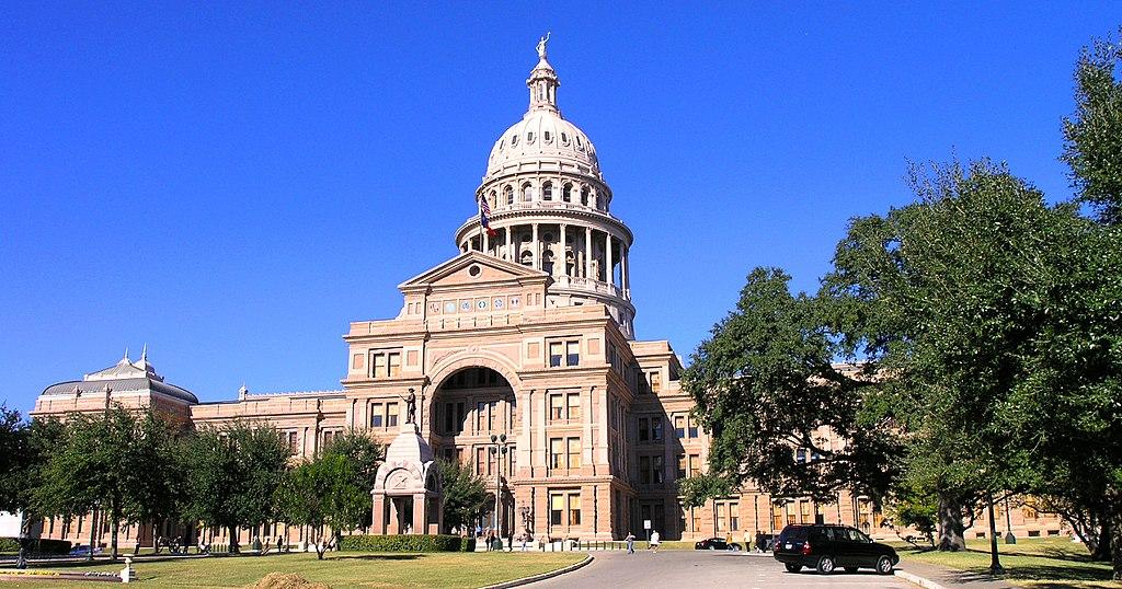 1024px-Texas_State_Capitol_building-front_oblique_view