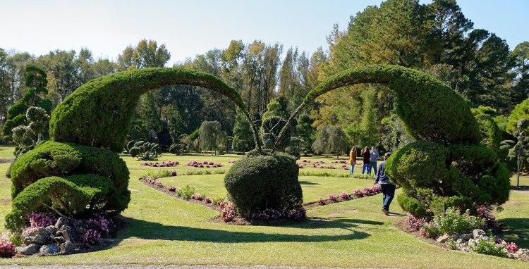 2560px-Pearl_Fryar_Topiary_Garden,_Bishopville,_SC,_US_(11)