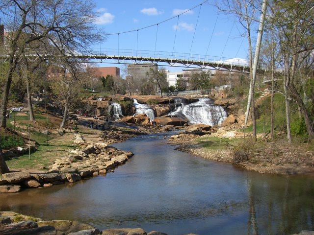 Falls_Park_on_the_Reedy,_Greenville,_South_Carolina,_USA1