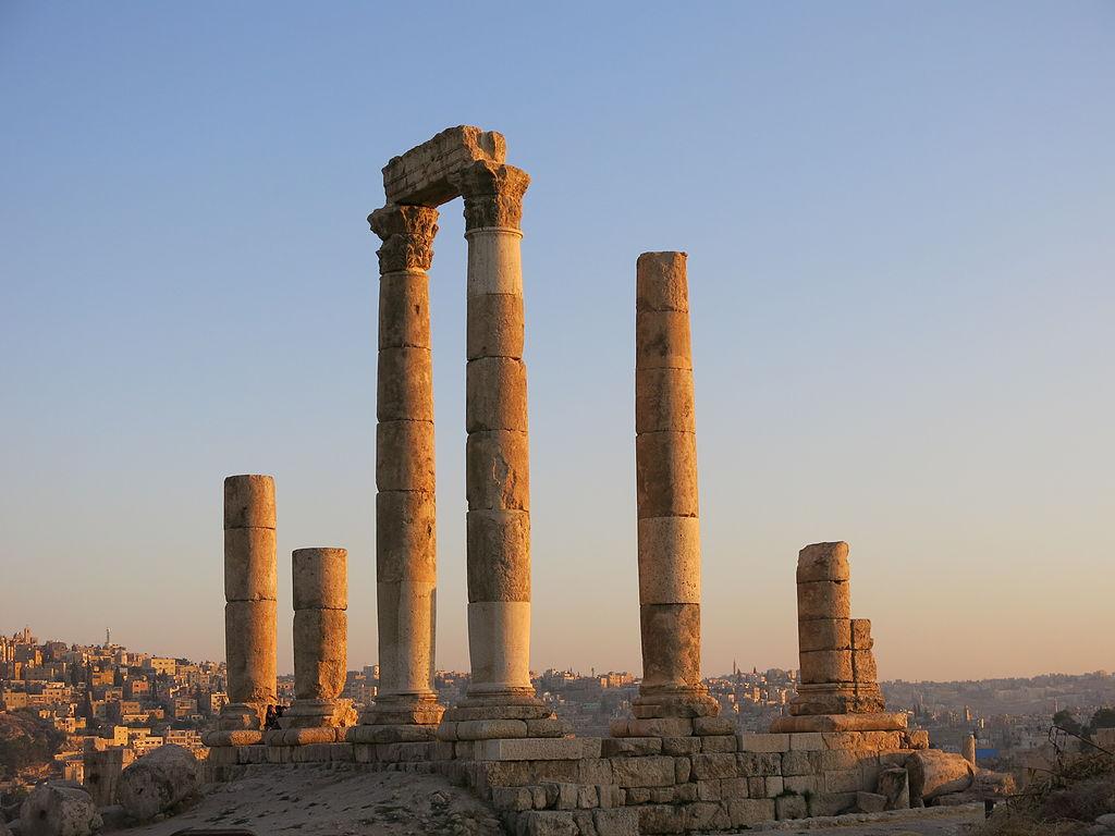 1024px-Amman_Citadel_Temple_of_Hercules