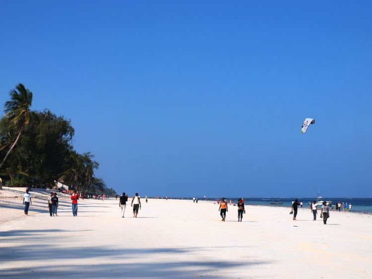 1024px-Diani_Beach,_Kenya