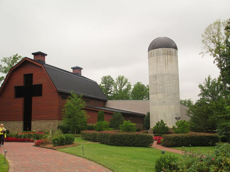 1024px-Graham_Library_and_silo,_Charlotte,_NC_IMG_4244