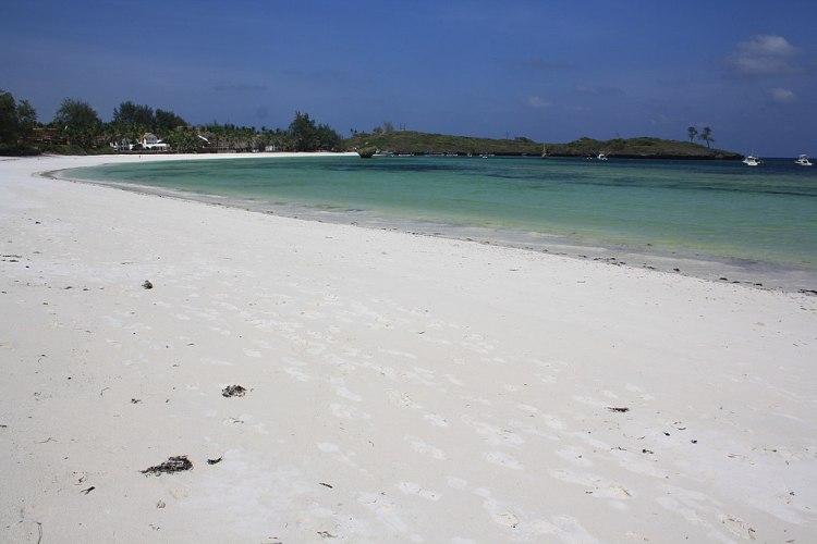 1024px-White-Sand_Beach_in_Watamu