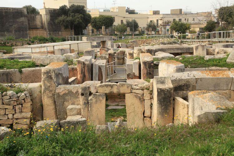 1599px-Malta_-_Tarxien_-_Triq_it-Tempji_Neolitici_-_Temples_34_ies